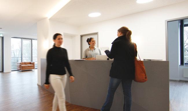 Empfangsbereich der Augenklinik Augsburg Forsterpark